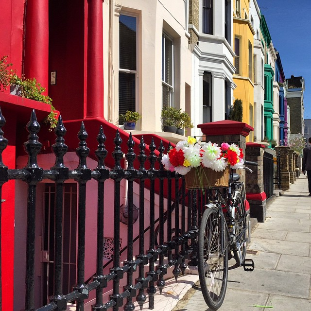 Delícia de dia com minha super Bici. Amo!!!  Beautiful day with my super Bike. I love it!!! ☀️❤️ #floresemnottinghill #nottinghill #beautiful #spring #summer #maybeldner #igerslondon #ilovelondon #lovegreatbritain #bestoflondon #londontips #bike #london