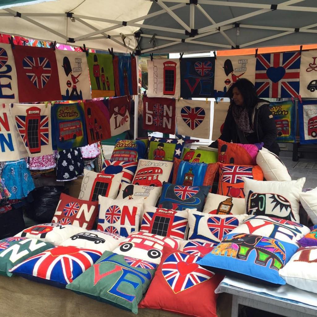 Souvenir que não dá pra resistir. We ❤️ London Souvenir I can't resist #floresemnottinghill #nottinghill #portobello #market #portobellomarket #unionjack #ilovelondon #thisislondon #lovegreatbritain #visitlondon #londres #london #BALondonCitySecrets