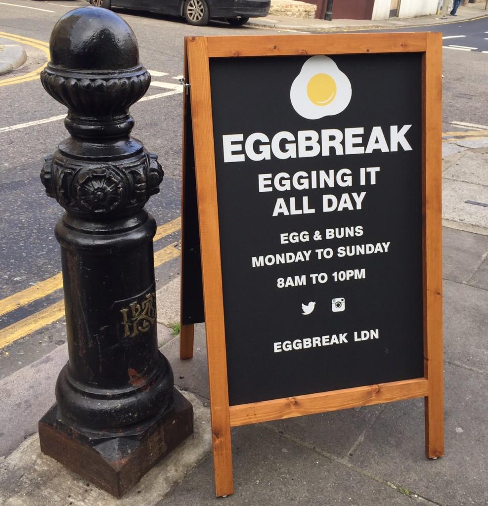 FloresemNottingHill_EggBreak9